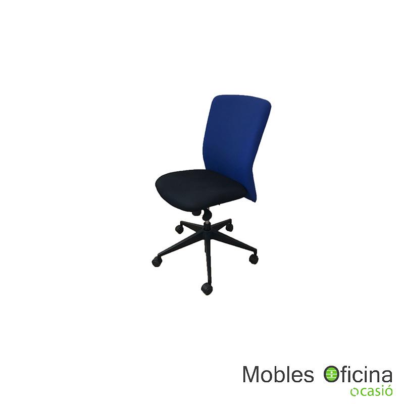 Cadira blau i negre
